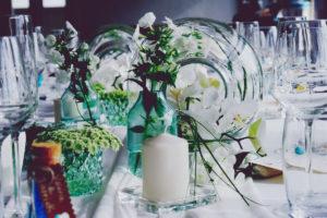 Centre De Table En Orchidée Blanche Dans Un Vase Boule D'une Décoration De Réception Imaginée Par Elisabeth Delsol.