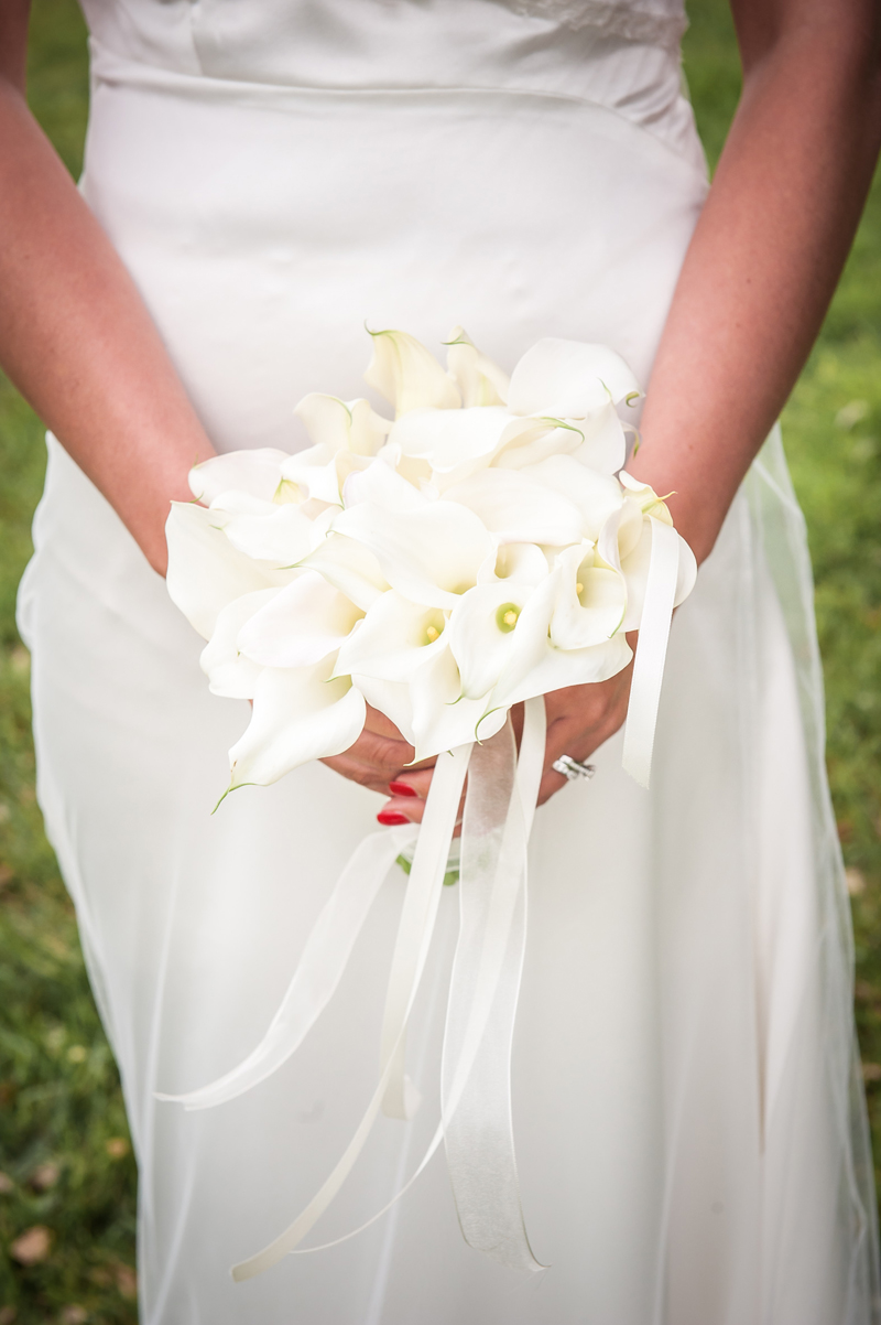 composition florale calla et arum blanc par Elisabeth Delsol