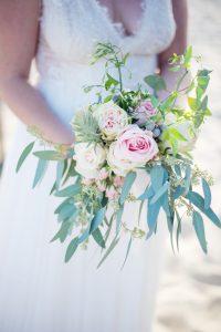 Bouquet De Mariée Bohème En Rose Et Eucalyptus D'un Mariage Au Cap Fereret.
