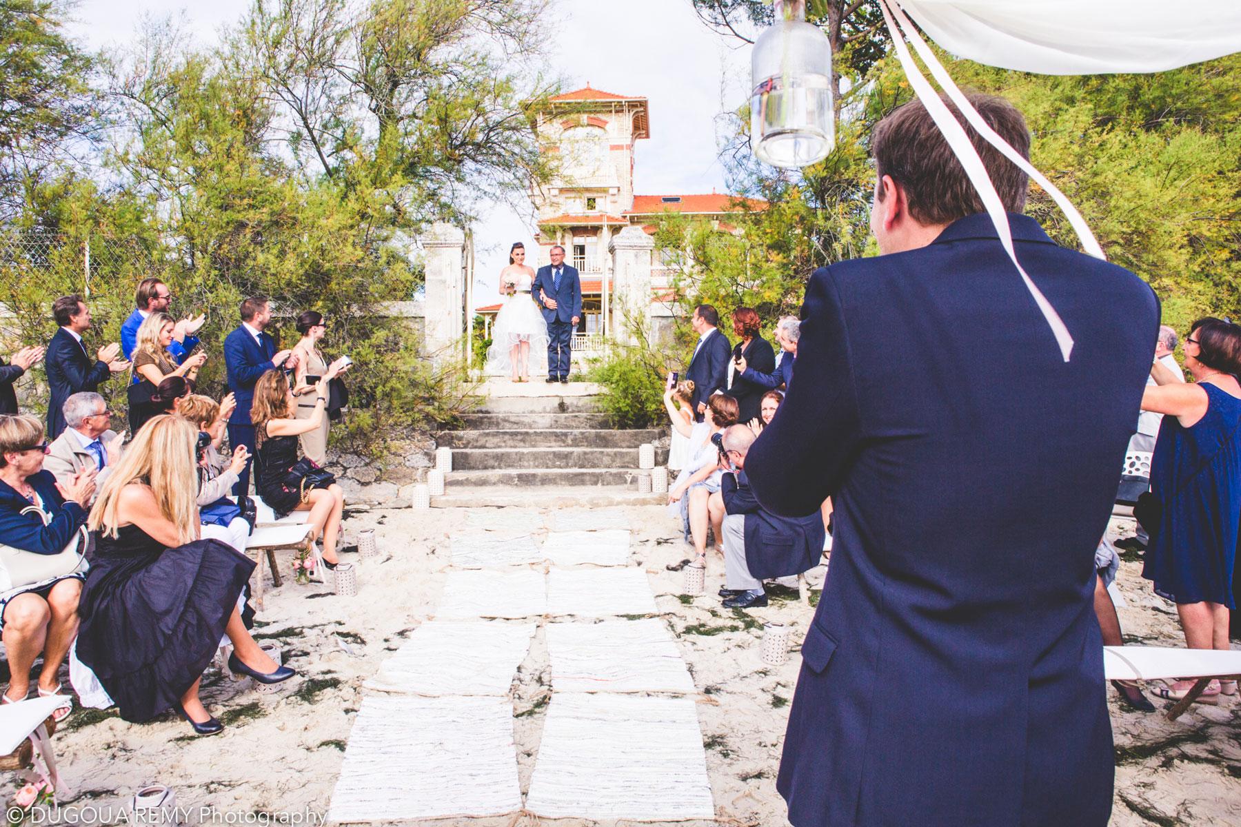 Décoration de mariage bohème et cérémonie laïque champêtre sur la plage du bassin d'Arcachon par Elisabeth Delsol.