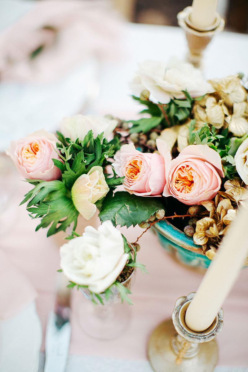 Centre de table de mariage à Bergerac en rose et hortensia d'Elisabeth Delsol.