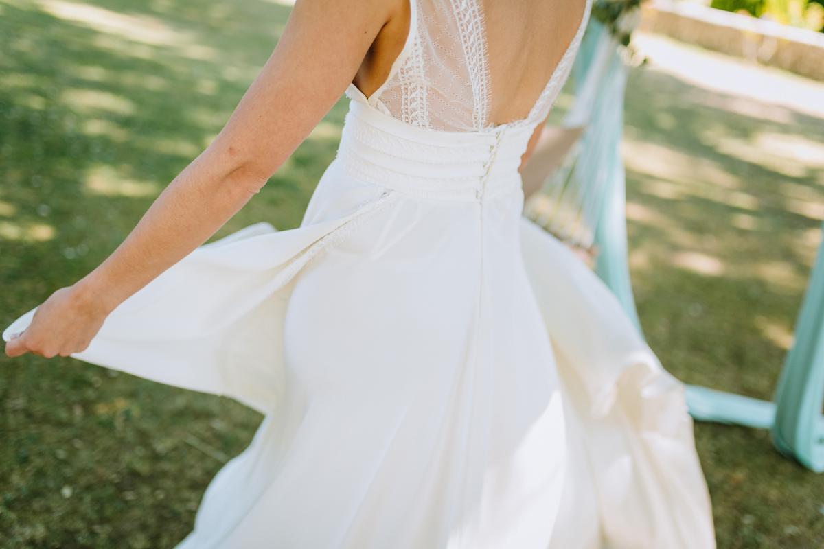 Robe de mariée d'un mariage bucolique en Aquitaine.