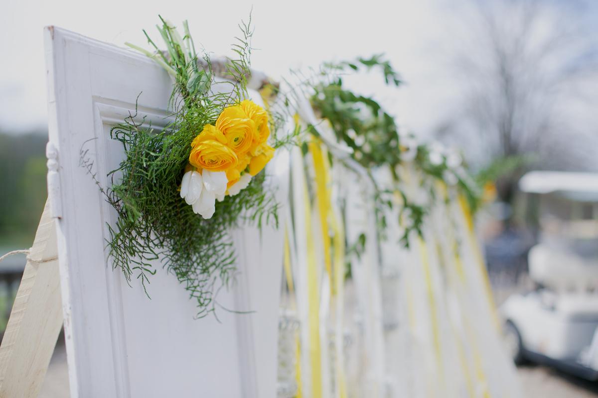 Décoration de mariage et d'arche de cérémonie en Dordogne par Elisabeth Delsol au thème chic et champêtre.