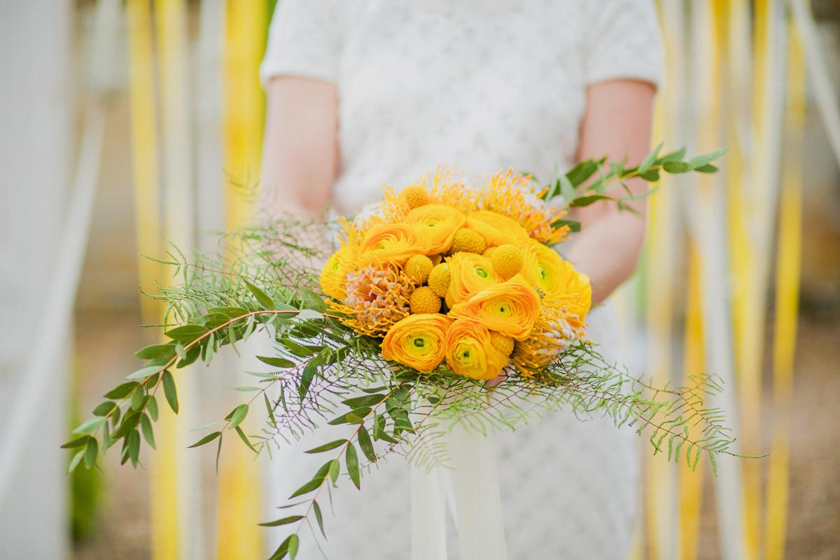 Bouquet de mariée de mariage aux couleurs jaune et verte par Elisabeth Delsol.