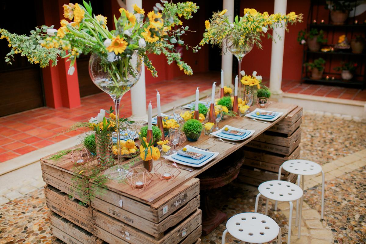 Décoration et composition florale au thème rustique champêtre dans ce Château de mariage de Dordogne.