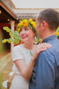 Couronne De Fleurs Jaune D'un Mariage Au Thème Nature Chic Du Sud Ouest.