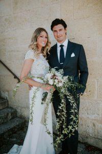 Décoration De Mariage Haut De Gamme à Bordeaux Avec Ce Bouquet De Mariée Tombant En Eucalyptus Et Pivoine Blanche.