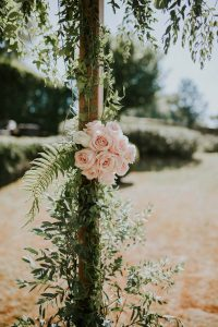 Bouquet De Rose De Mariage à La Décoration Haut De Gamme En été.