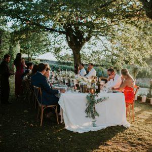 Table Dans Un Jardin Pour Un Mariage En Petit Comité En Pleine Nature.