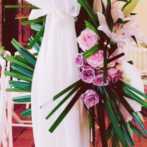 Déco De Ce Mariage Hindou En Rose Et Feuille De Palmier.