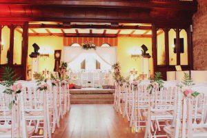 Mariage Hindou Et Décoration En Intérieur De La Salle De Réception.