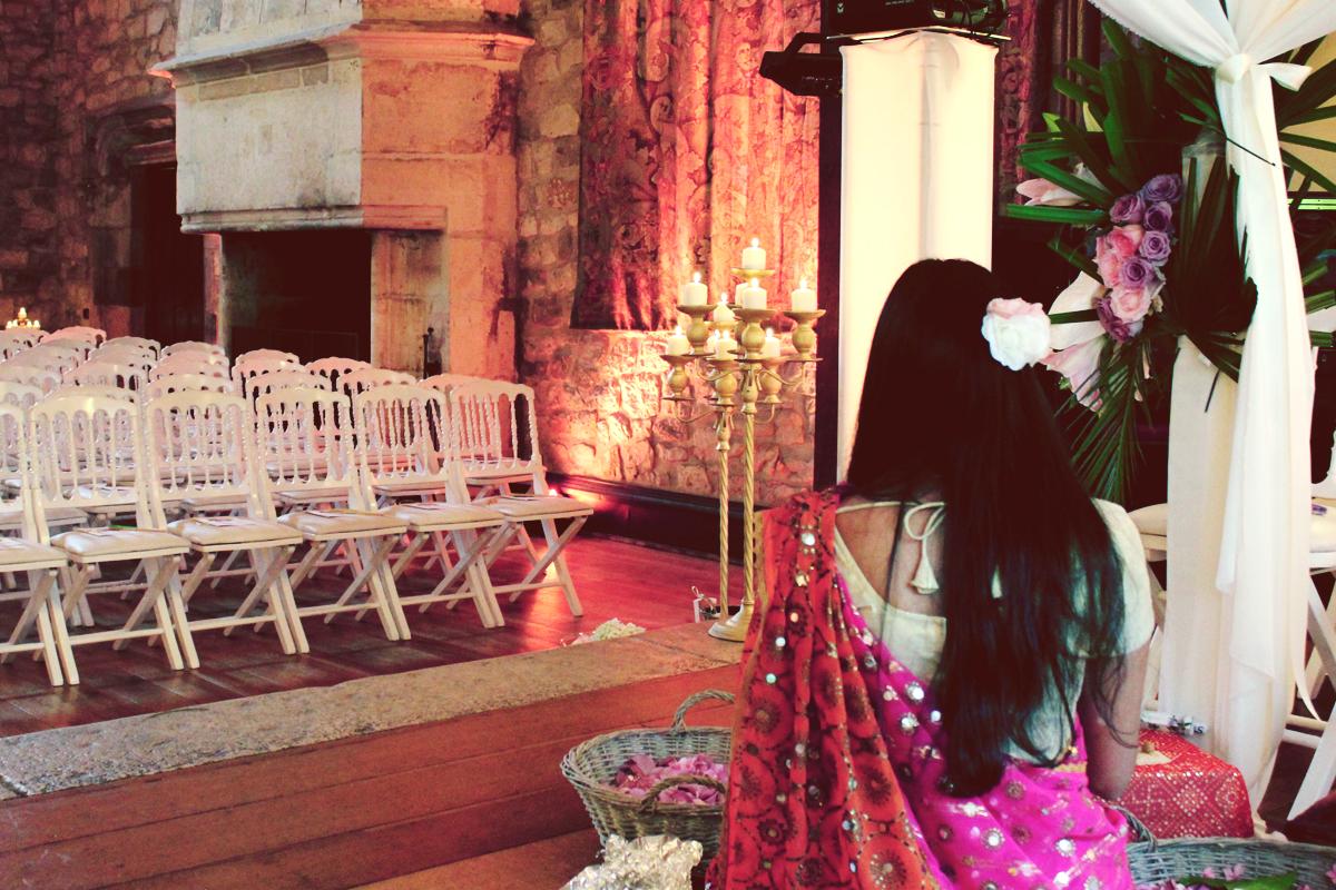Mariage hindou avec une cérémonie selon les coutumes du pays.