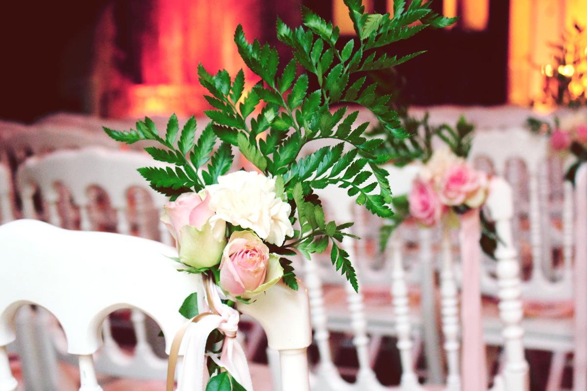 Mariage hindou et décoration des chaises des mariés.