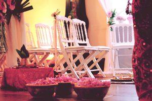 Mariage Hindou Et Décoration Au Sol Avec Des Fleurs.