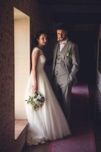 Séance Couple Et Jeunes Mariés En Photographie Lors De Ce Mariage Sur Le Mois De Mai.