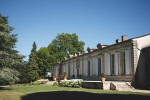Décoration Des Extérieurs Et Du Château De Ce Mariage De Printemps Par Elisabeth Delsol En Gironde.