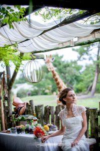 Mariage Au Thème De Décoration Safari Chic Avec Girafe Et Scénographie Bohème.