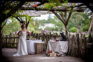 Mariage Original Sur Le Thème Safari D'une Décoration En Fleurs Tropicales Et Exotiques.