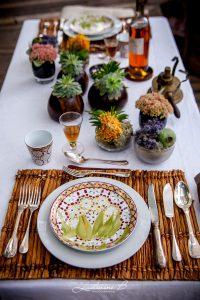 Centre De Table De Décoration Sur Le Thème Safari Et Romantique En Fleur Exotique.