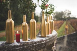 Décoration En Bouteille Or Et Bougie De L'extérieur Pour La Cérémonie De Mariage De Décembre.