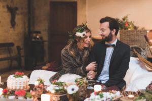 Couple Pendant La Réception De Mariage Intime De Ce Mariage En Hiver.