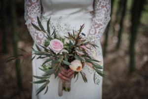 Bouquet De Mariée Naturel Bohème Et Chic En Rose Et Eucalyptus.