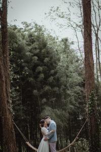 Engagement Et Mariage Dans Une Forêt Des Landes Sous Les Arbres Du D'Aquitaine.