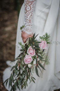 Bouquet De Mariée En Rose Et Eucalyptus Pour Un Style Boho Chic.