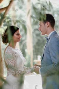 Les Mariés Dans Une Très Belle Photographie De Mariage.