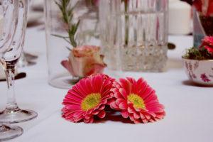 Décoration De Mariage En Gerbera Rouge De La Ferme Inharria Par Elisabeth Delsol.