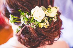 Couronne De Fleurs De Mariée Bohème Lors De Mariage Zen Nature Avec Les Bouquets D'Elisabeth Delsol.