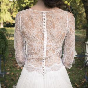 Robe De Mariée D'un Mariage Romantique En Automne Et Pleine Nature.