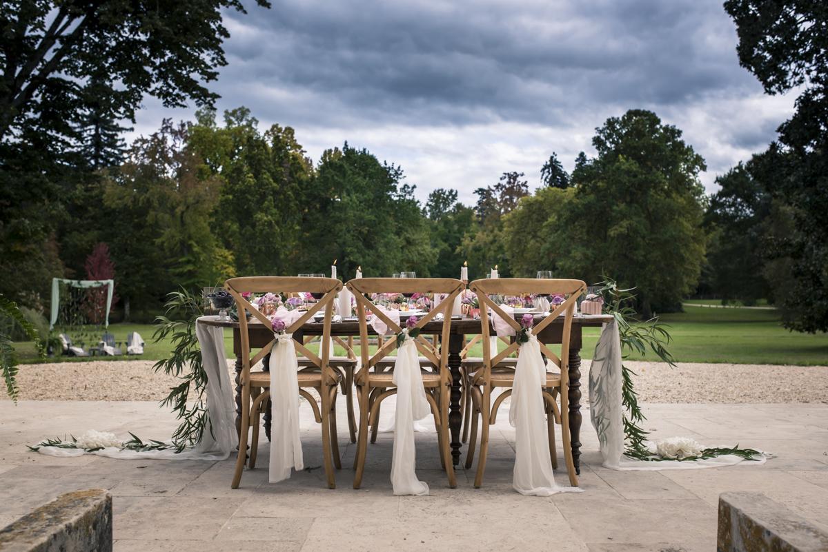 Décoration de table d'honneur de mariage romantique par la décoratrice Elisabeth Delsol.