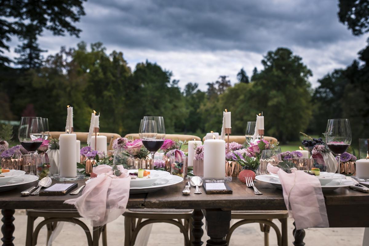 Centre de table de mariage romantique par la décoratrice Elisabeth Delsol.