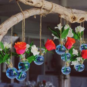 Composition Florale Rouge : Décoration De Mariage Et événement.