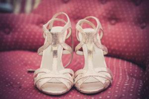 Chaussure De Mariée De Ce Mariage Bohème Chic Sur La Plage.