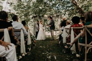 Arche En Feuillage Et Eucalyptus De Cérémonie De Mariage Bucolique Chic Par Elisabeth Delsol.