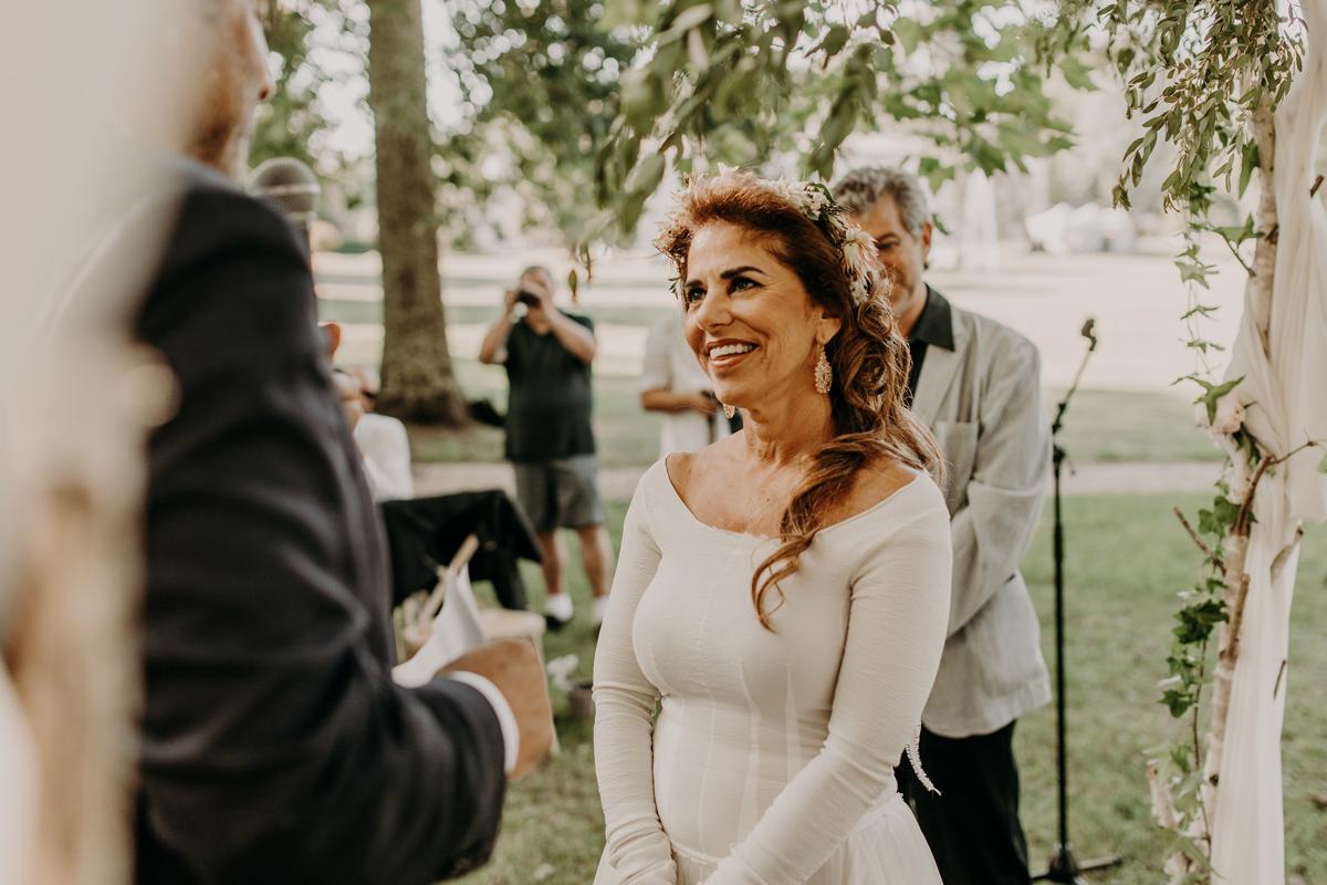 Discours des mariés lors de cette cérémonie chic en pleine nature.