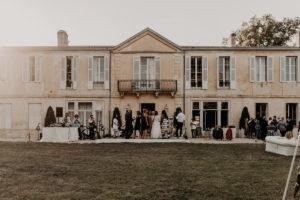 Le Château Le Thil Lieu De Réception De Ce Mariage Bucolique Chic En été.