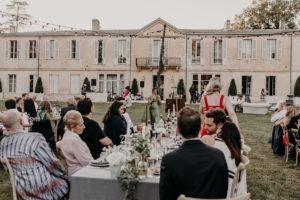 Décoration De Réception De Mariage Bucolique Chic Dans Un Jardin Et Extérieur Champêtre.