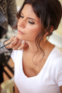 Préparatifs Maquillage Dans La Chambre Du Château D'Agassac.