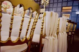 Déco Des Chaises De La Réception Chic Et Moderne De Ce Mariage à La Salle Du Château D'Agassac En Gironde.