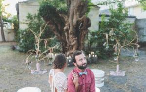 Décor De Cérémonie Dans Le Jardin Du Lieu De Réception De Cette Inspiration Mariage Organisé En Août.