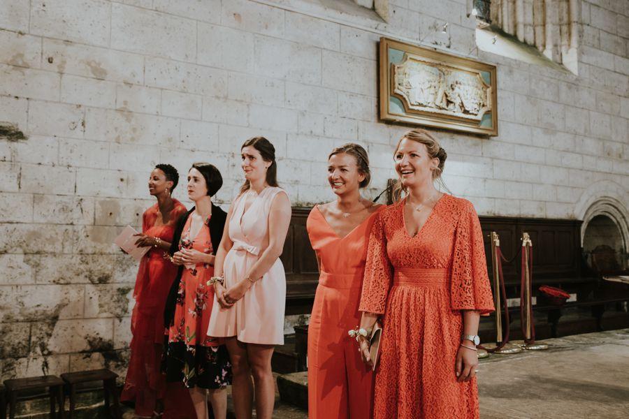 Décoration mariage grange avec des fleurs dd'Elisabeth Delsol.