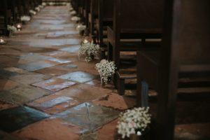Décoration De Mariage à L'église Avec Du Gypsophile Par Elisabeth Delsol.