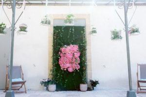 Composition Florale Baptême : Une Décoration En Fleurs D'hortensias Roses Au Coeur De L'été.