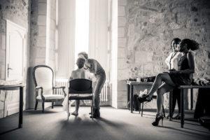 Maquillage Et Préparatif Mariée De Mariage Simple Et Chic Au Château Agassac En Gironde.