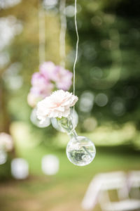 Fleur Et Décoration De Mariage Simple Et Chic Par Elisabeth Delsol.