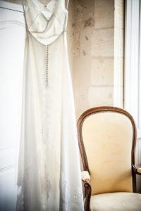 Robe De Mariée De Mariage Simple Et Chic Sur Bordeaux.