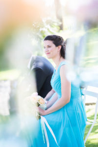 Demoiselle D'honneur Avec Une Robe De Couleur Bleu.